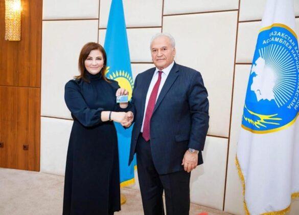 Нарине Надировой вручено удостоверение члена Ассамблеи народа Казахстана
